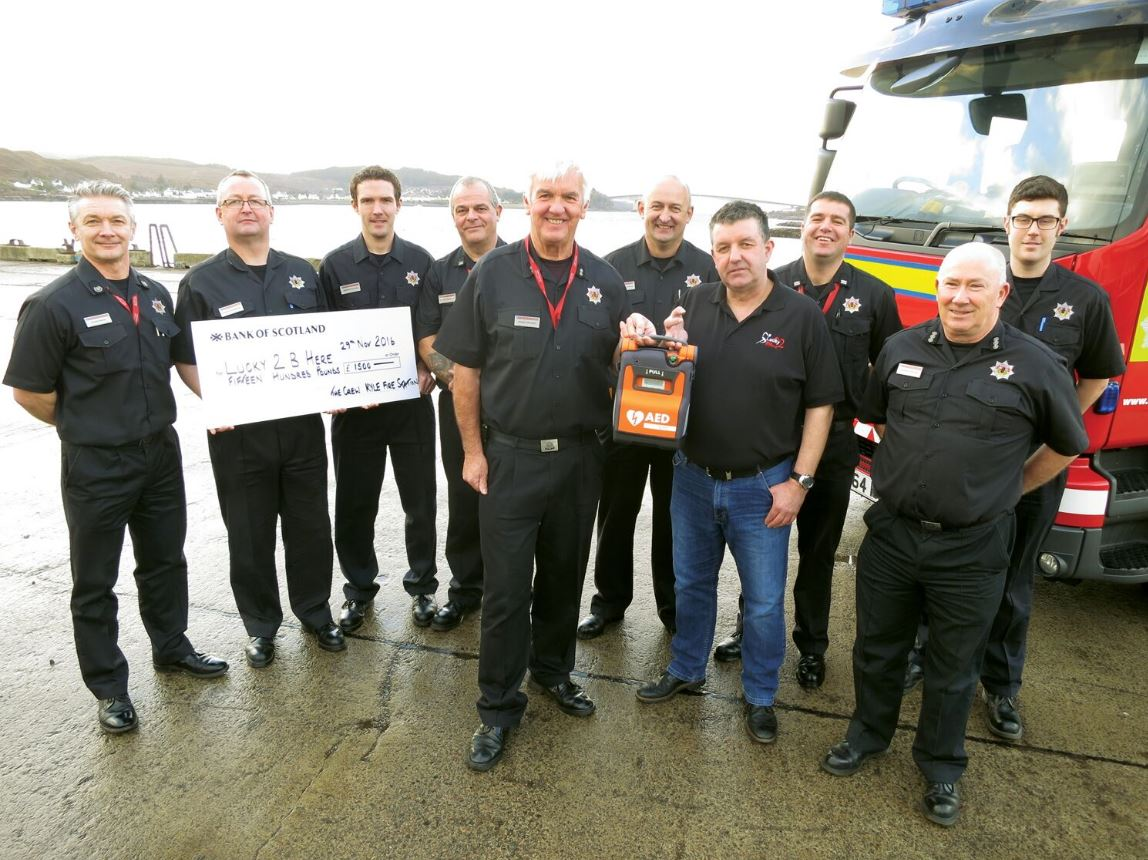 Kyle of Lochalsh crew raised cash for public access defibrillator for town