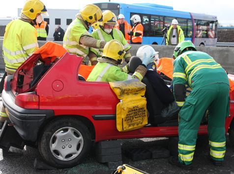 Man rescued after Renfrewshire crash