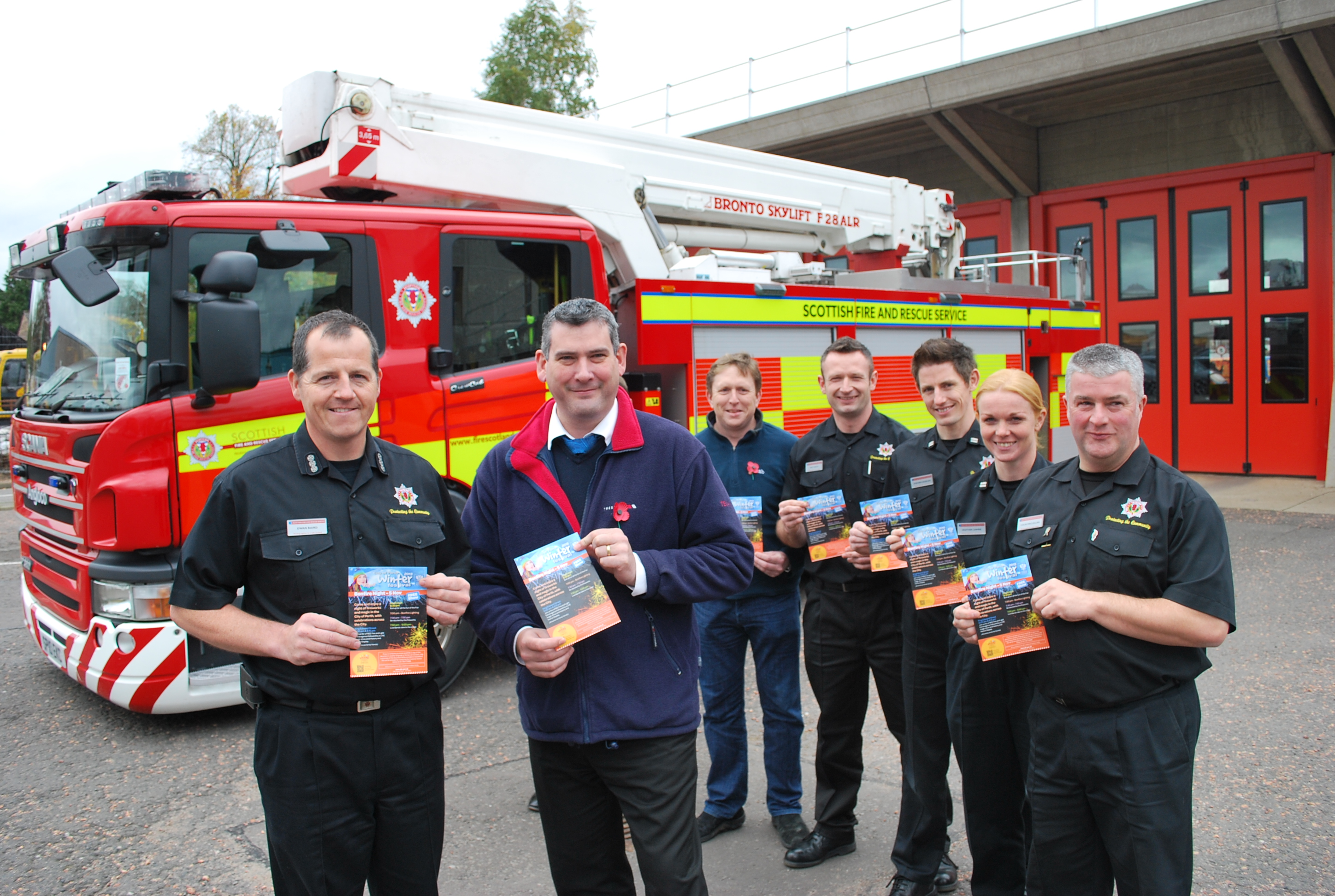 SFRS join forces with Perth and Kinross round table to encourage public to attend organised bonfire events