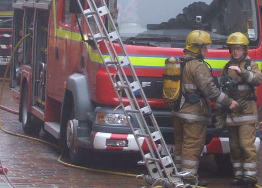 Annan crews tackle house fire