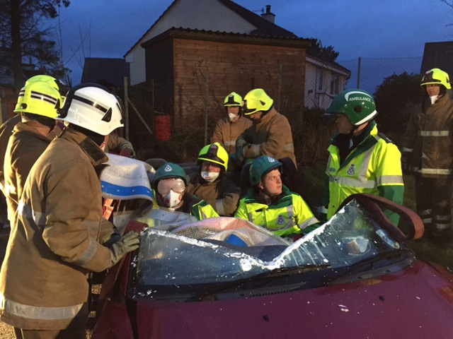 Firefighters rescue man after Knightswood crash