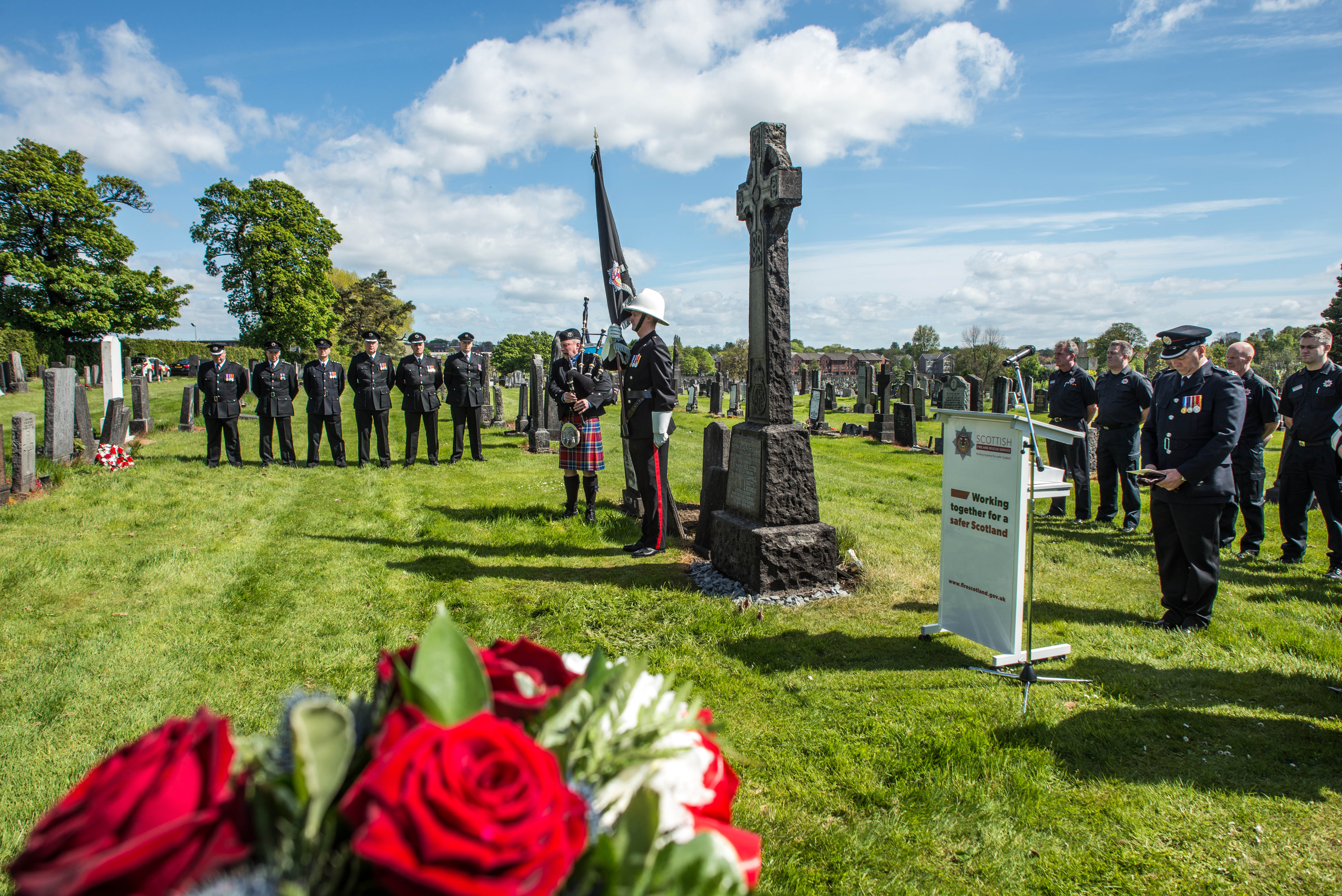 Remembrance service for wartime boy messengers who aided Glasgow fire crews