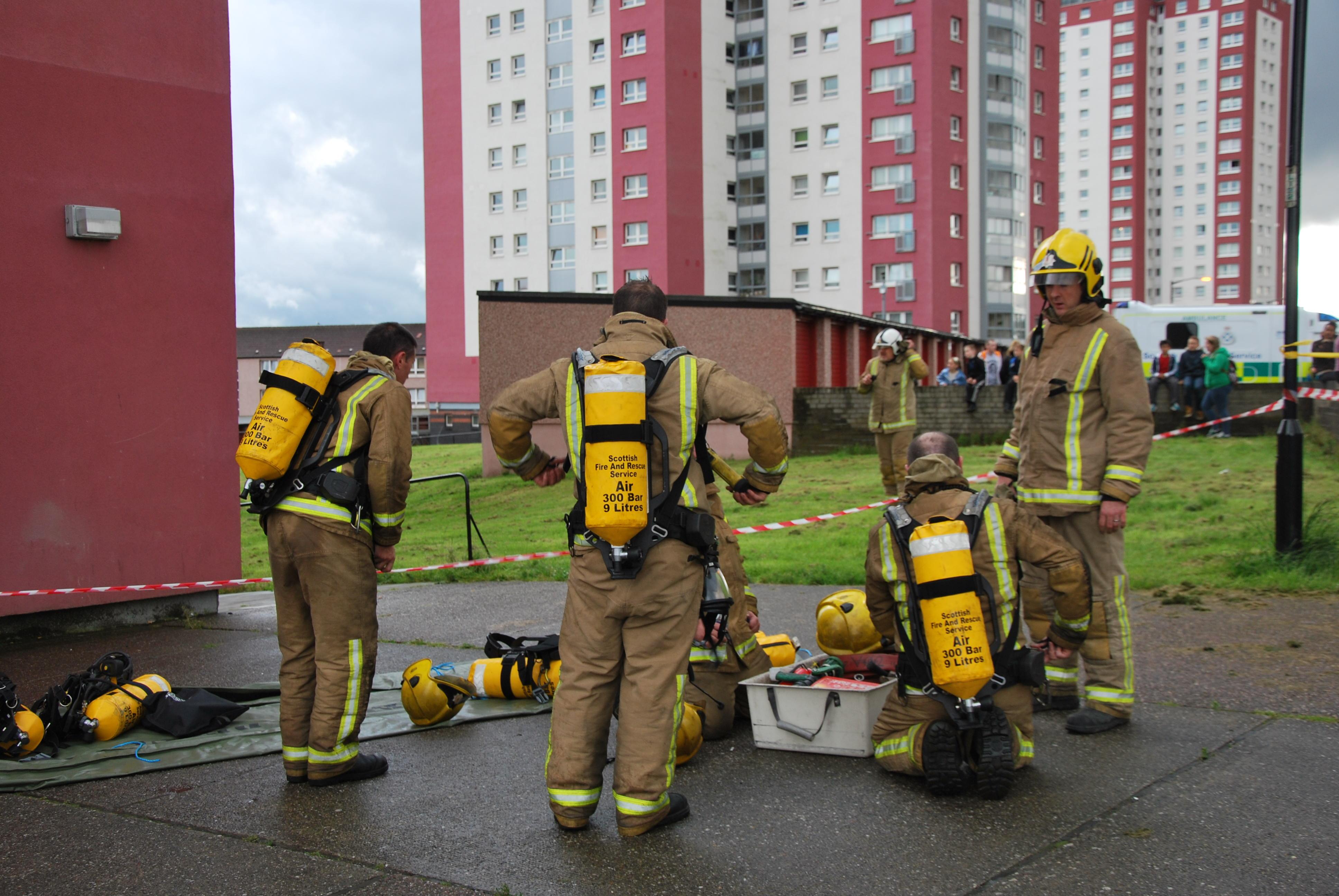 Fire crews tackle Glasgow blaze