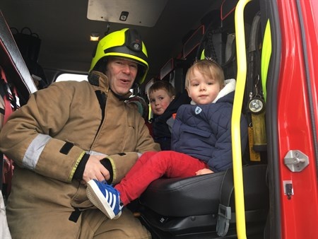 FF and kids at Emergency service day