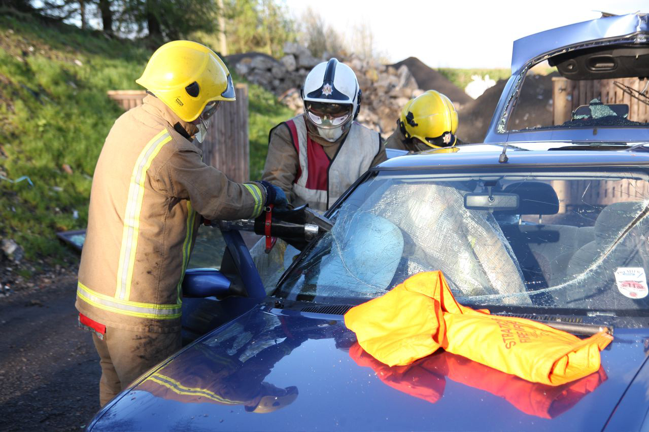 Renfrewshire crash - man rescued