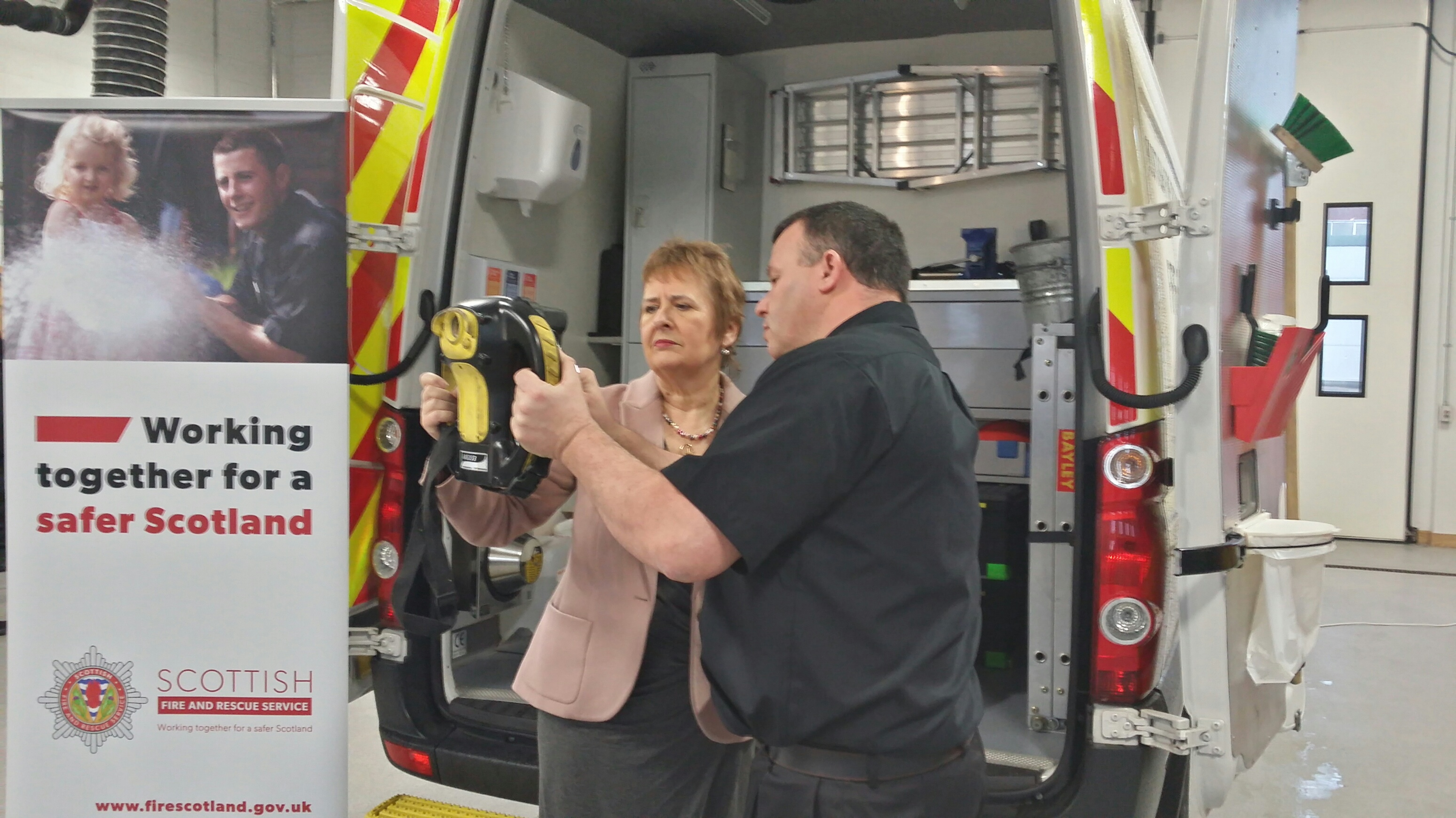 Minister visits Fire Investigation Unit in Aberdeen
