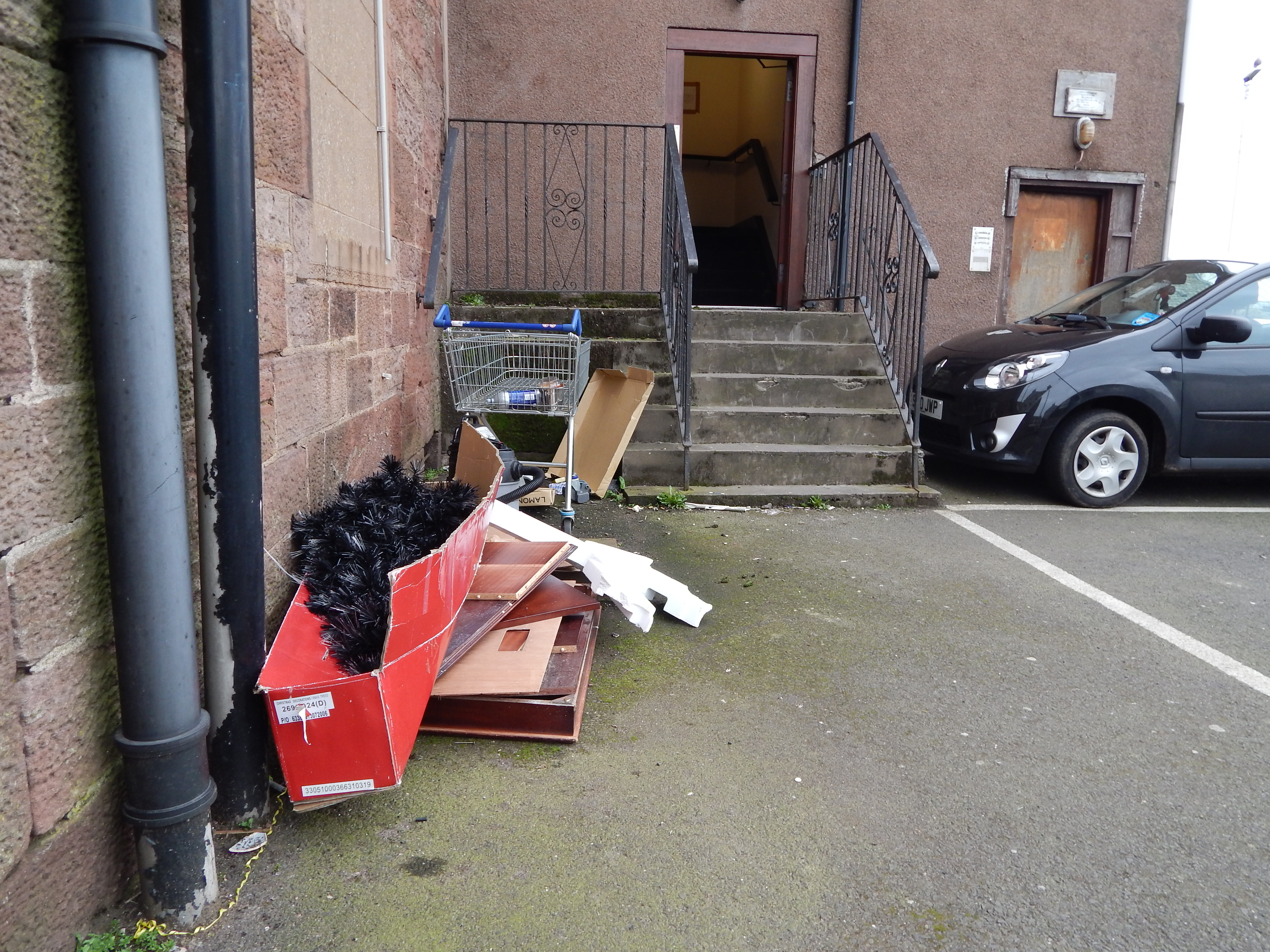 Warning to communities about dumping rubbish in stairwells