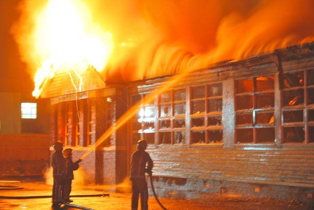 Crews tackle fire at derelict school in Renfrewshire