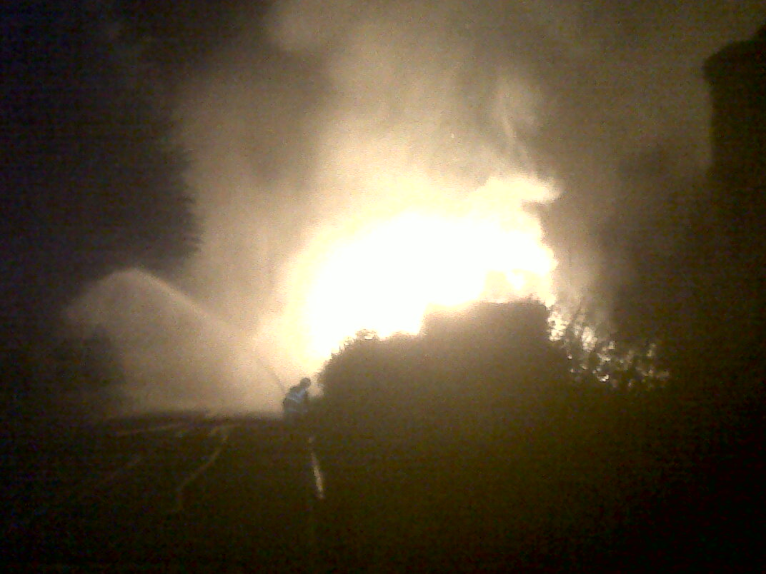 SFRS called to deal with large fire at a farm at Murthly, Perthshire