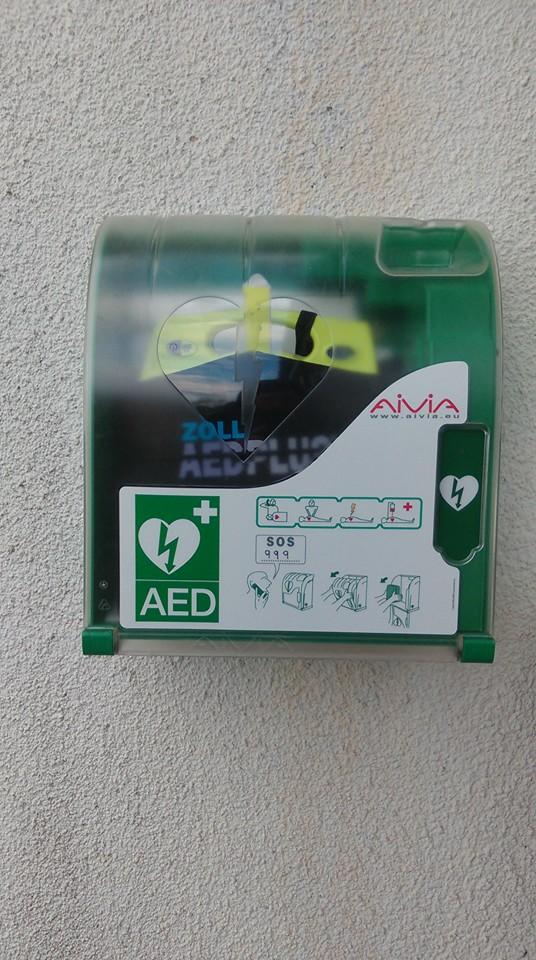 Fortrose Fire Station unveils public access defibrillator